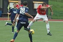 DALŠÍ REMÍZA. Varnsdorf (v tmavém) doma remizoval 0:0 s Pardubicemi.
