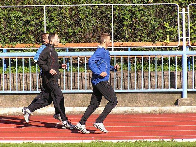 Žáci ASK Děčín se na halových přeborech v atletice neztratili.