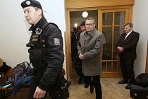 Starosta Varnsdorfu Stanislav Horáček u okresního soudu v Děčíně