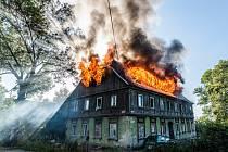 Požár domu v Mladoboleslavské ulici ve Varnsdorfu.