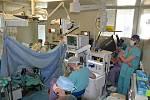 Operace pomocí robota