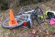 Na silnici mezi Kytlicemi a Krásným Polem v lesním úseku byla v neděli odpoledne sedmého února letošního roku nalezena zraněná cyklistka.