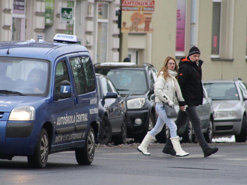Lidé v Děčíně.