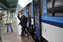 Vlak na děčínském hlavním nádraží. Ilustrační foto.