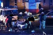 V Bynově havarovala dvě osobní auta a dodávka.