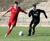 PORÁŽKA. Česká Kamenice (v černém) prohrála 1:3 v Neštěmicích.