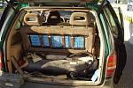 Celníci zadrželi vozidlo upravené k přepravě cigaret.