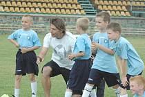 HLAVNÍM ÚKOLEM celé akademie, v čele s Petrem Voříškem, je probudit v mladých nadějích opravdovou lásku k fotbalu.