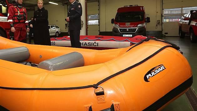Nadílka u děčínských hasičů: Dostali nové vybavení.