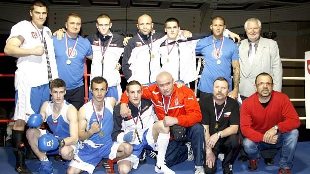 BC ROHOVNÍK ARMEX DĚČÍN dokázal obhájit titul mistra Čech z loňské sezóny. Tu zakončil vítězstvím v České Kamenici.