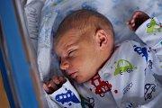 Mamince Ivaně Šemberové z Jílového se 13. května ve 13.44 v děčínské porodnici narodil syn Šimon Šembera. Měřil 50 cm a vážil 3,15 kg.