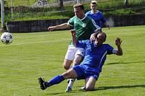 ŠKODA. Šluknov (v modrém) padl v Pokraticích na penalty.