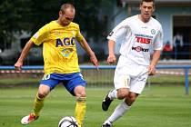 ŠKODA. Varnsdorf (v bílém) herně nezklamal, přesto prohrál s Teplicemi 0:4.