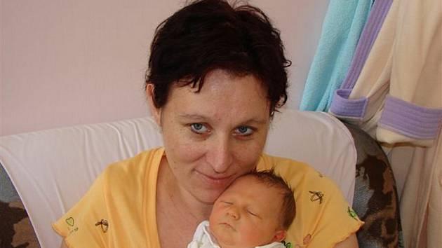 Pavlíně Rosové z Varnsdorfu se 25.dubna v 15.20 hod. v rumburské porodnici narodil syn Tomáš. Měřil 50 cm a vážil 3.57 kg.