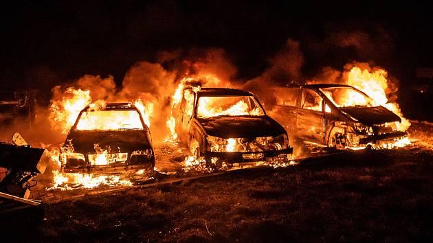 V Rumburku v noci na čtvrtek 28. listopadu shořela tři auta