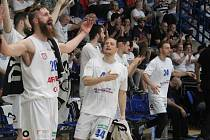RADOST. Basketbalisté Děčína vyhráli ve Svitavách a vyrovnali stav série na 1:1.