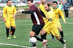 RUMBURK (ve žlutém) prohrál v Neštěmicích 0:2.