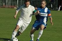 TONDA ČAPEK (na snímku vpravo proti Blšanům) bude i na jaře hrajícím trenérem Jiskry Modré.