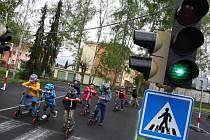 Základní škola v Želenicích má mobilní dopravní hřiště.
