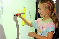 Děti v Těchovicích využívají Kouzelnou tabuli