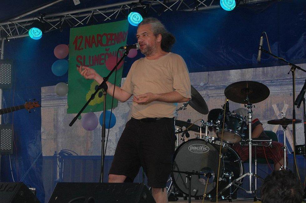 V areálu děčínského zámku se v sobotu 12. června konal 15.ročník benefičního festivalu Kramle 2010.