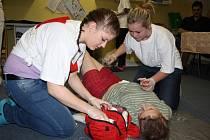 Studenti zachraňovali zraněné. Na každé družstvo čekal jiný úkol.