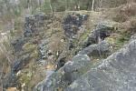 Krátce po vyklizení domů pod skálou, která je součástí Pastýřské stěny, začala sanace nebezpečného skalního bloku. Ten by měl zmizet do dvou týdnů.