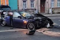 Řidič zdemoloval BMW a po nehodě utekl.