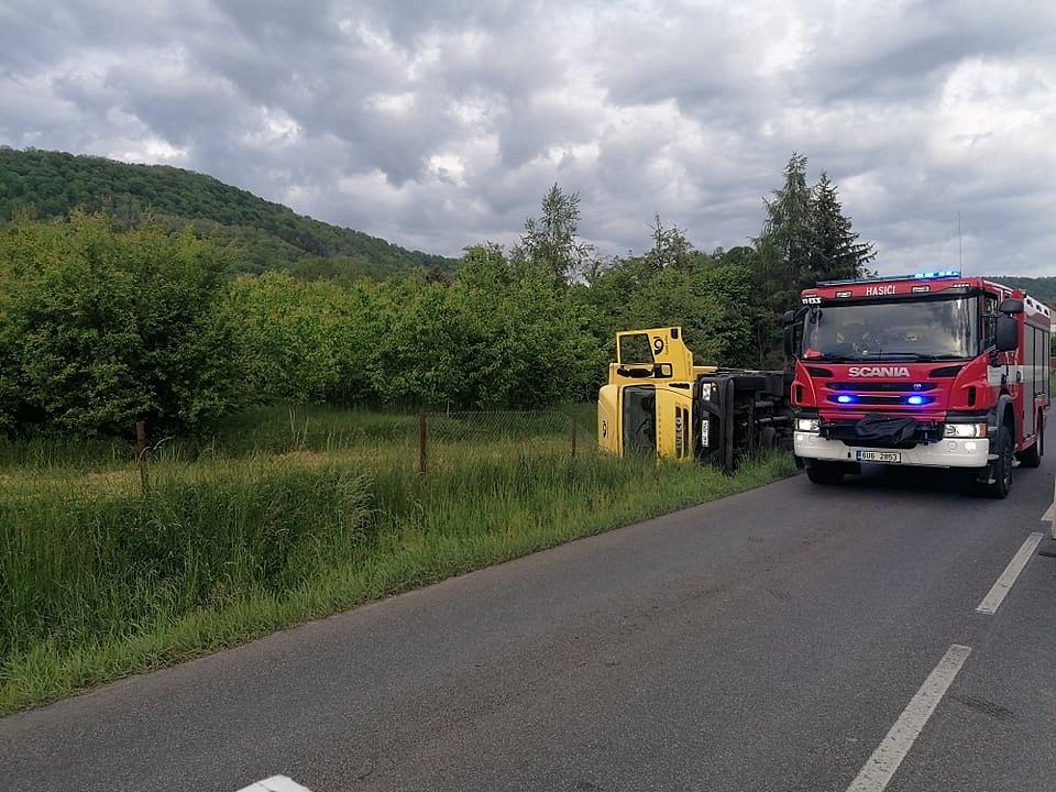 Nehoda kamionu v Děčíně.
