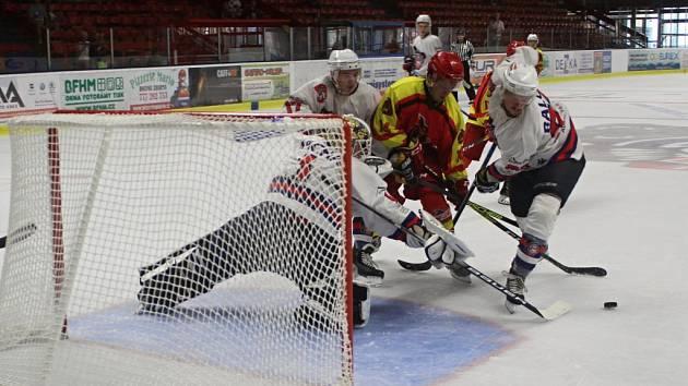 DEBAKL. Děčínští hokejisté porazili tým China Golden Dragons vysoko 9:2.