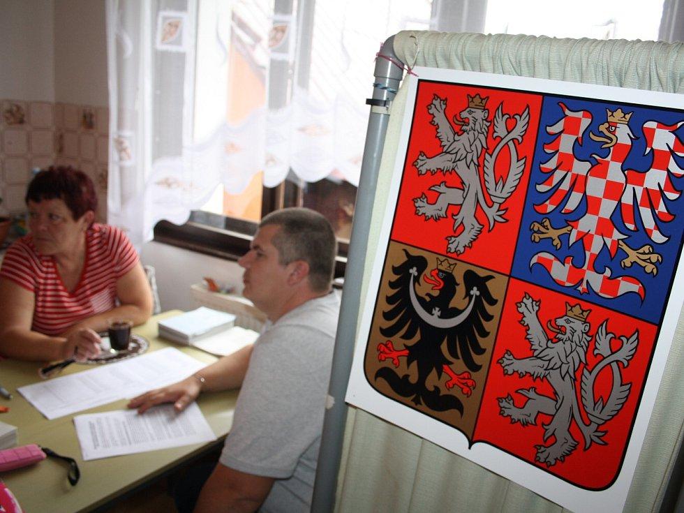 Volby 2014 na Nové Olešce - nejmenší volební místnost na Děčínsku.