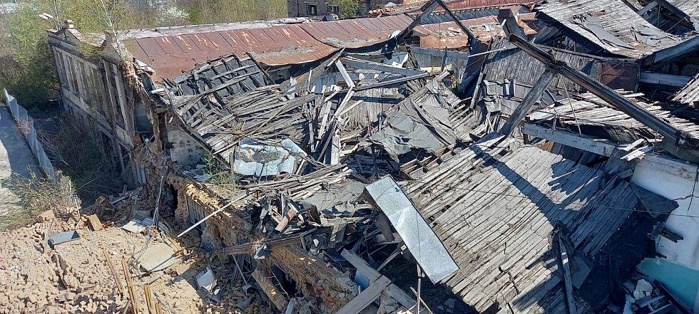 V Děčíně se zřítila část bývalého Vlnapu.