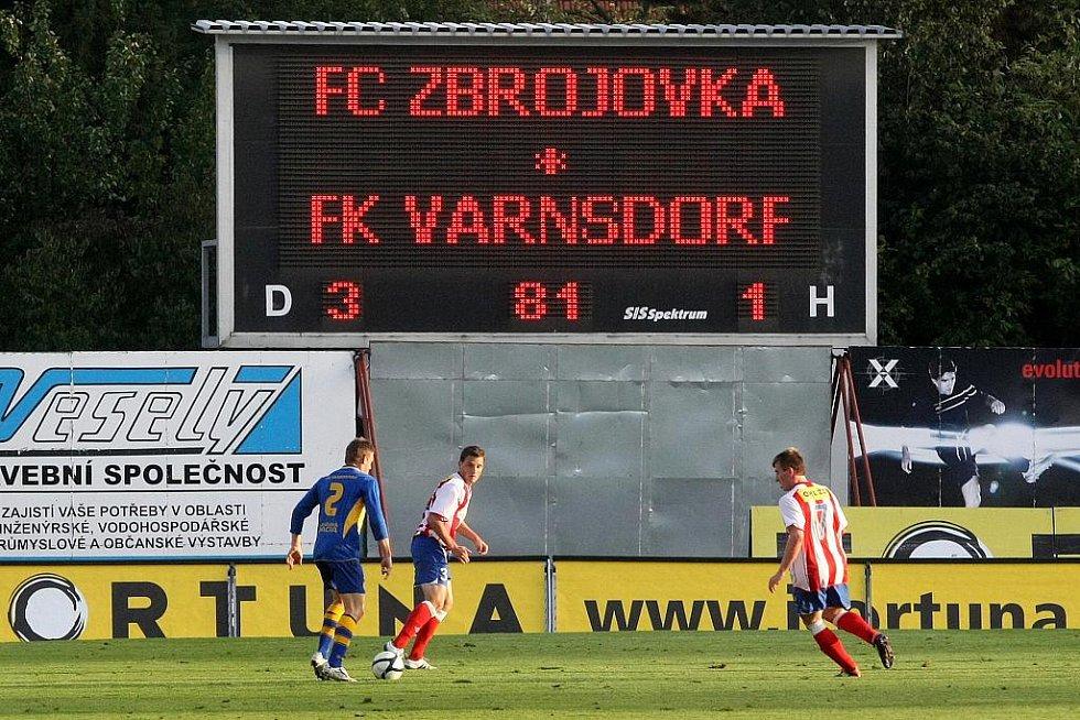 VARNSDORF (v modrém) poprvé venku prohrál, v Brně se Zbrojovkou 1:3.