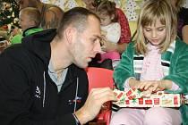 Tým BK Děčín navštívil děti v děčínské nemocnici.
