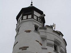 Zámeček na Pastýřské stěně je nyní prázdný. Na vyhlídkovou věž není přístup.
