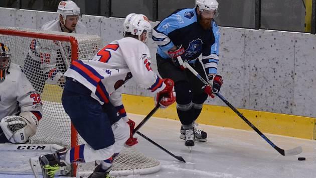 JEDENÁCT BRANEK padlo v Mostě. Děčínští hokejisté byli blízko vítězství, nakonec ale prohráli v prodloužení 5:6.