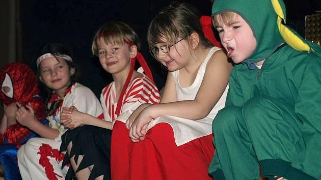 Děti se veselily na maškarním