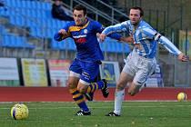 VARNSDORF (na snímku v modrém proti Čáslavi) remizoval ve Znojmě 0:0.