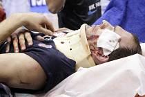 PŘED ČTYŘMI LETY si Jakub Houška si poranil hlavu při utkání v Pardubicích.