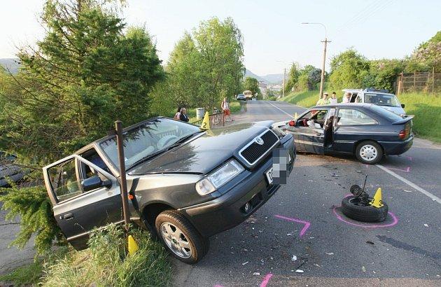 V Litoměřické ulici v Děčíně se čelně srazila dvě auta