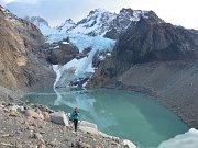 Jezero a ledovec Piedras Blancas.