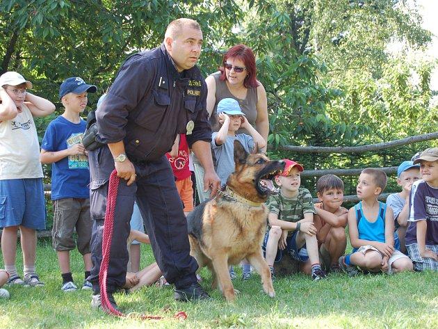 Policisté zpestřili žákům školní výlet.