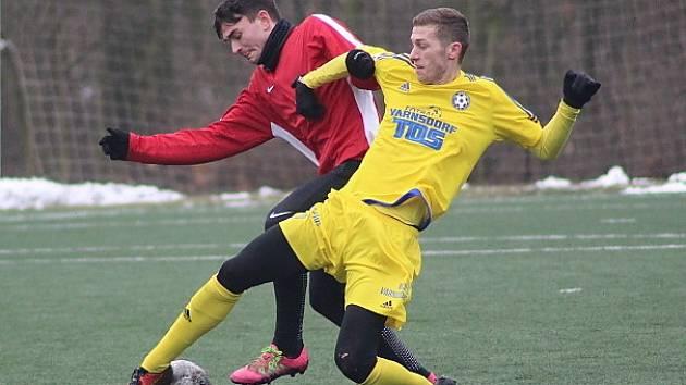 BEZ PŘEKVAPENÍ. Fotbalisté Varnsdorfu (ve žlutém) porazili Nymburk 3:0.