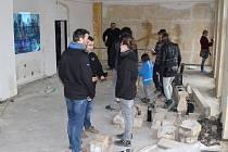Prohlídka jedné z nejhonosnějších děčínských vil - Labského dvoru v Podmoklech, přilákala desítky návštěvníků.