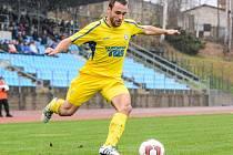 SKVĚLE! Fotbalisté Varnsdorfu (ve žlutém) doma porazili Třinec 2:0.