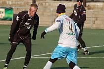 VILÉMOV (v černém) ve třetím kole turnaje porazil 2:1 pořádající Junior Děčín.