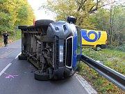 Dopravní nehoda auta pošťáků mezi Děčínem a Hřenskem.