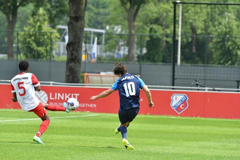 Richard Sedláček v přípravném utkání juniorku Alkmaaru proti juniorce Utrechtu.