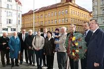 Položením věnců uctili představitelé města Děčína státní svátek.