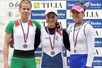 ANNA ŽABOVÁ (uprostřed) vybojovala ve Slovinsku zlatou medaili.